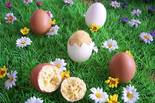 Kleine Kuchen im Ei - in der Schale gebacken