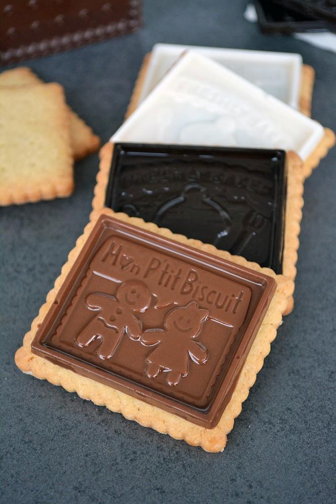 Teegebäck mit Schokoladenaufsatz 2