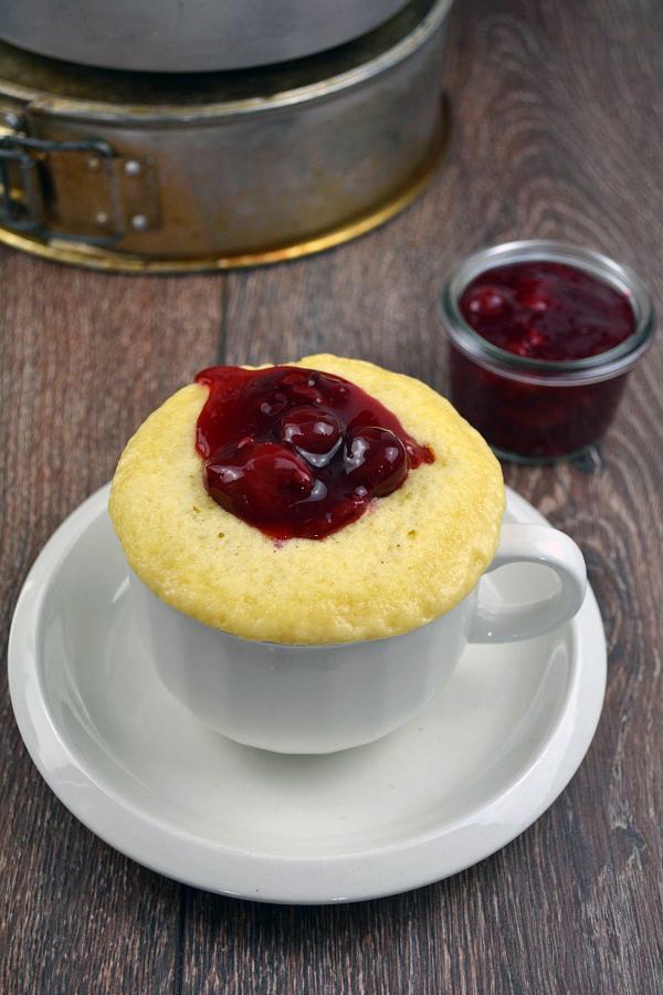 Vanille Tassenkuchen mit Kirschgrütze