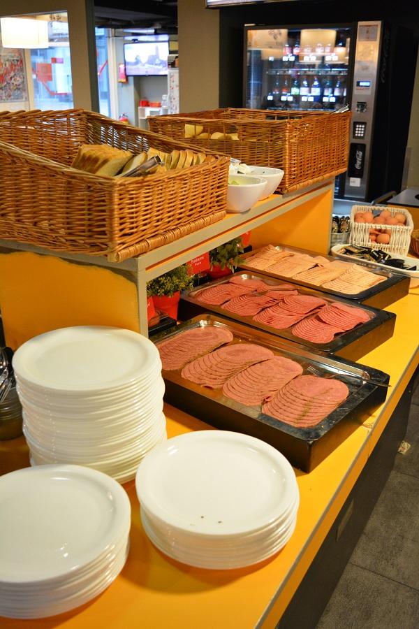 Meininger Hotel Amsterdam Frühstück