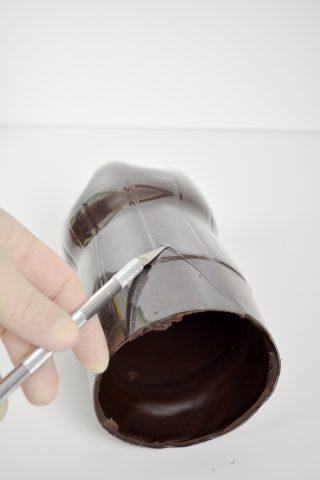 15 - Flasche mit Skalpell loesen 1