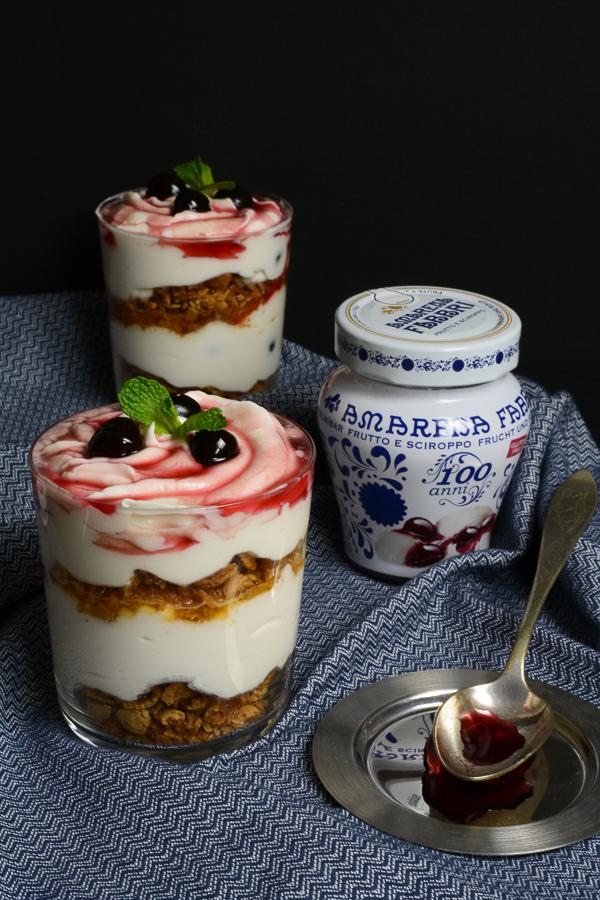 amarena-quark-dessert-mit-amarettini