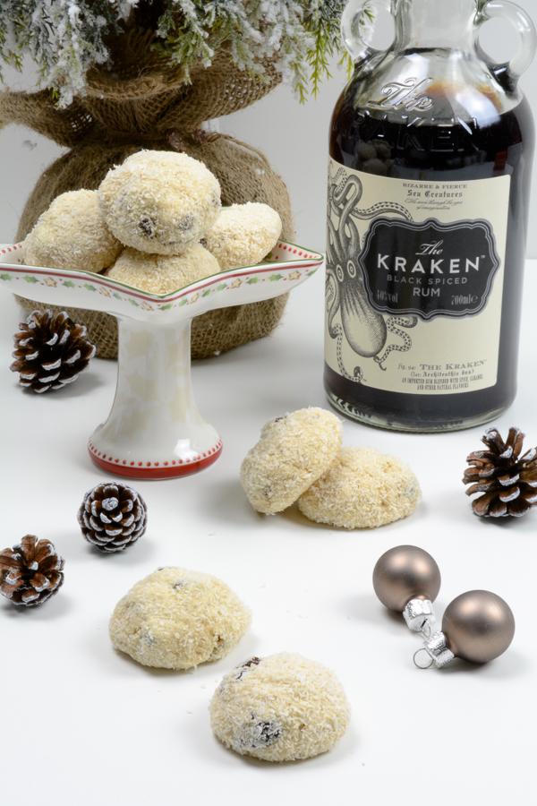 rezept f r rum kokos kekse mit rosinen f r den weihnachtsteller. Black Bedroom Furniture Sets. Home Design Ideas