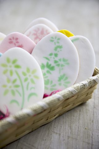 Ostereier Kekse mit Airbrush Dekoration