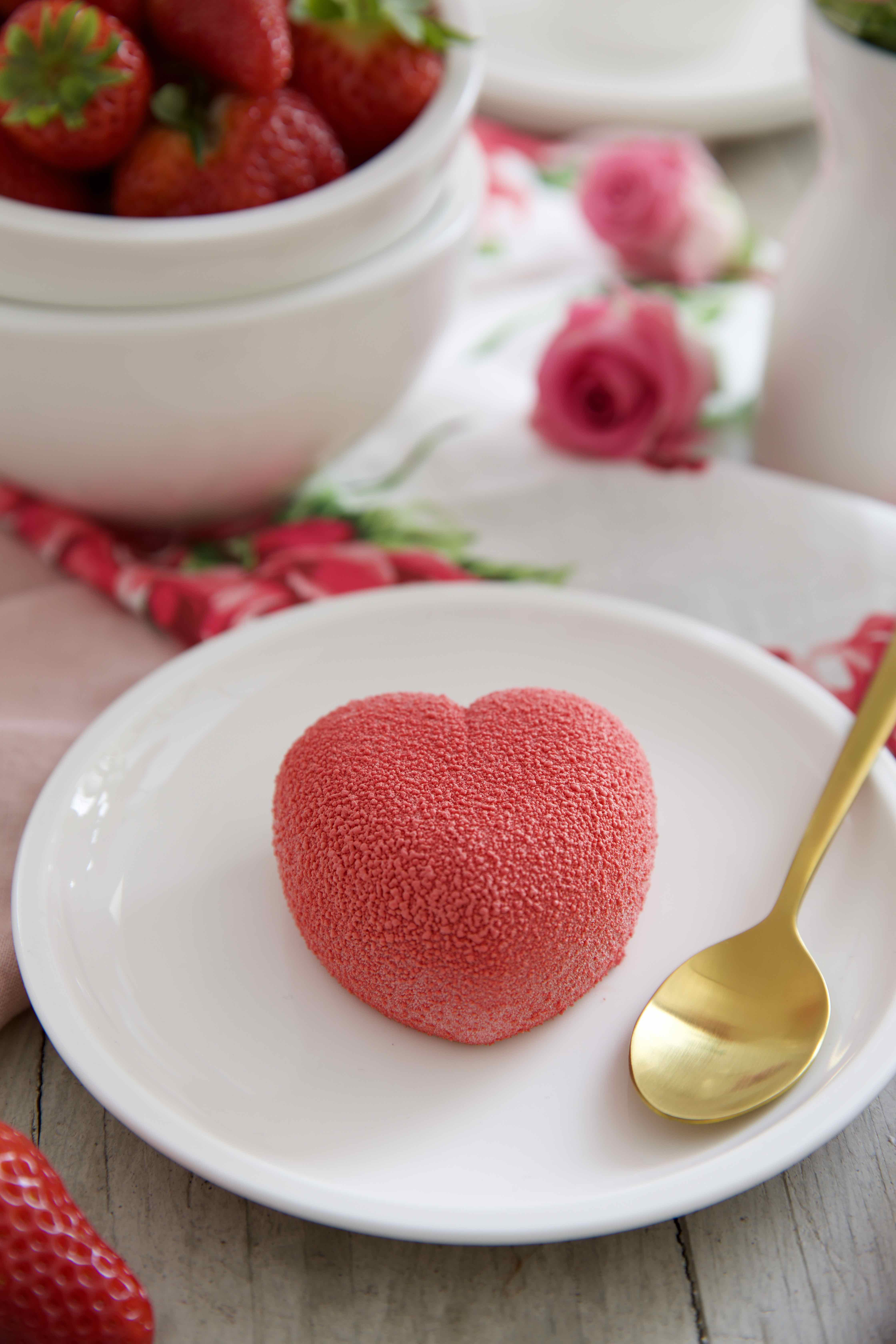 erdbeer panna cotta ein leckeres sahne dessert mit frischen erdbeeren. Black Bedroom Furniture Sets. Home Design Ideas