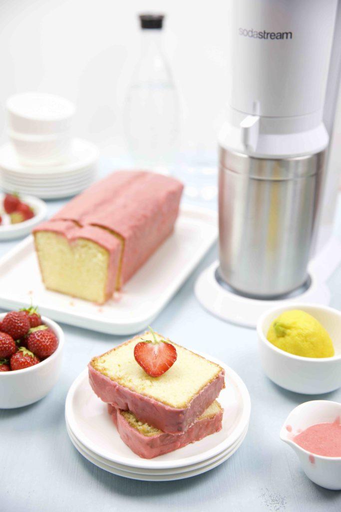 Zitronenkuchen mit Erdbeer Glasur