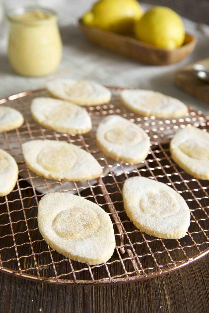 Italienische Zitronenkekse mit Dekorschnee