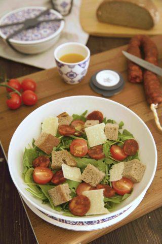 Brotsalat mit Salsiccia