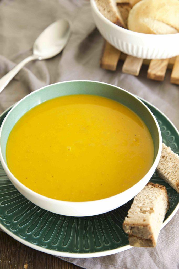 Schnelle Kürbis Suppe mit Äpfeln